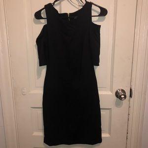 Open shoulder black dress 🖤